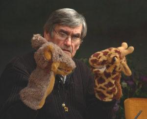 Foto: Rosenberg mit Wolf und Giraffen Handpuppen